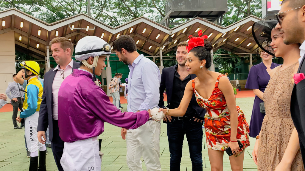 Jockey Simon Kok meeting guests in the parade ring